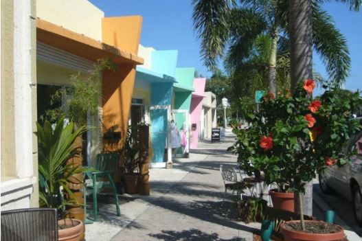 Image of storefronts on Lake Avenue on Lake Worth